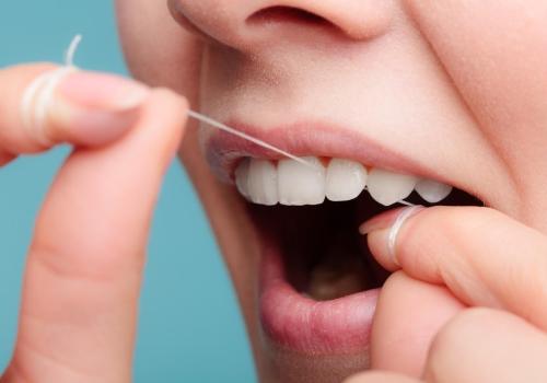 Fil dentaire, hydropulseur ou brossette interdentaire